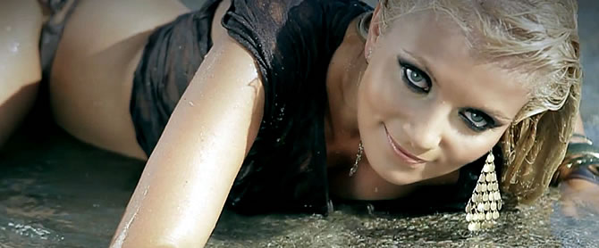 Videoclip | Sylvia si Dj Rynno - Feel in love